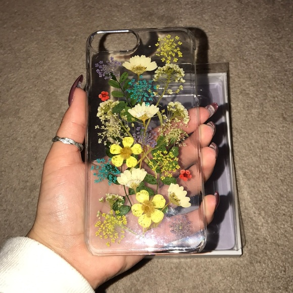 wholesale dealer 9a72d 2d4a8 Urban Outfitters flower iPhone case NWT